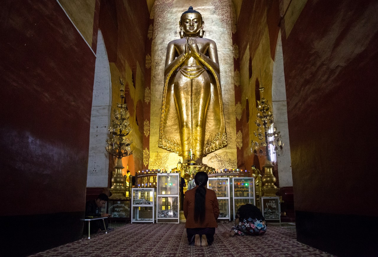 ionescu vlad photographer myanmar bagan ananda festival travel24