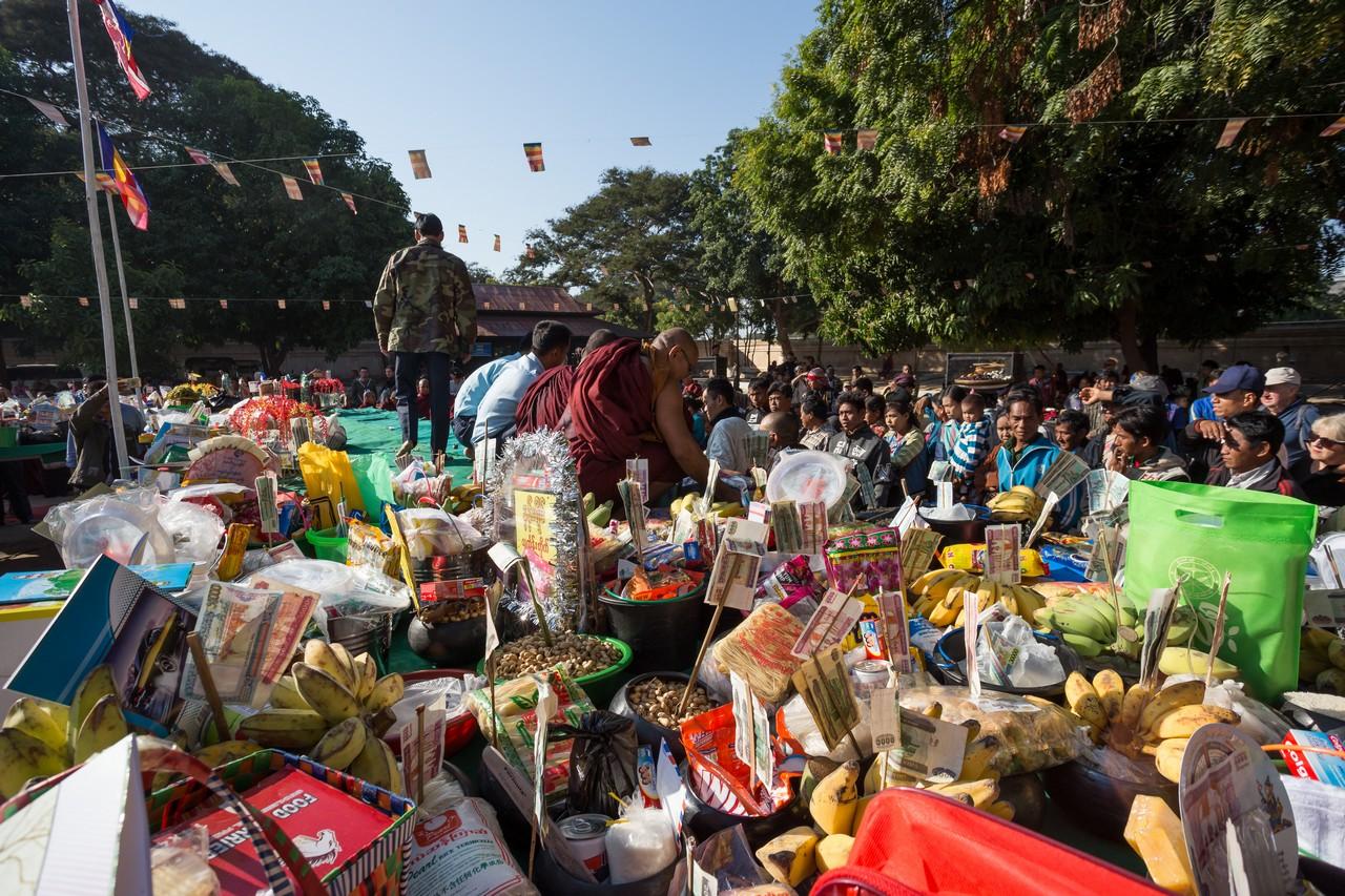 ionescu vlad photographer myanmar bagan ananda festival travel13
