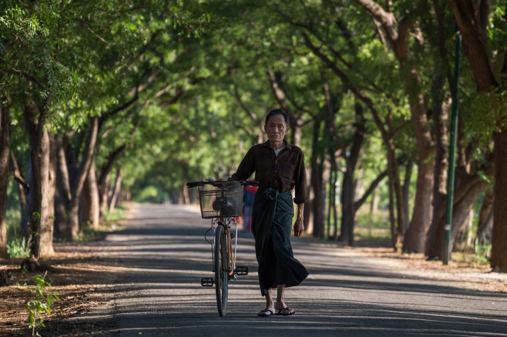 ionescu vlad photographer myanmar bagan ananda festival travel9