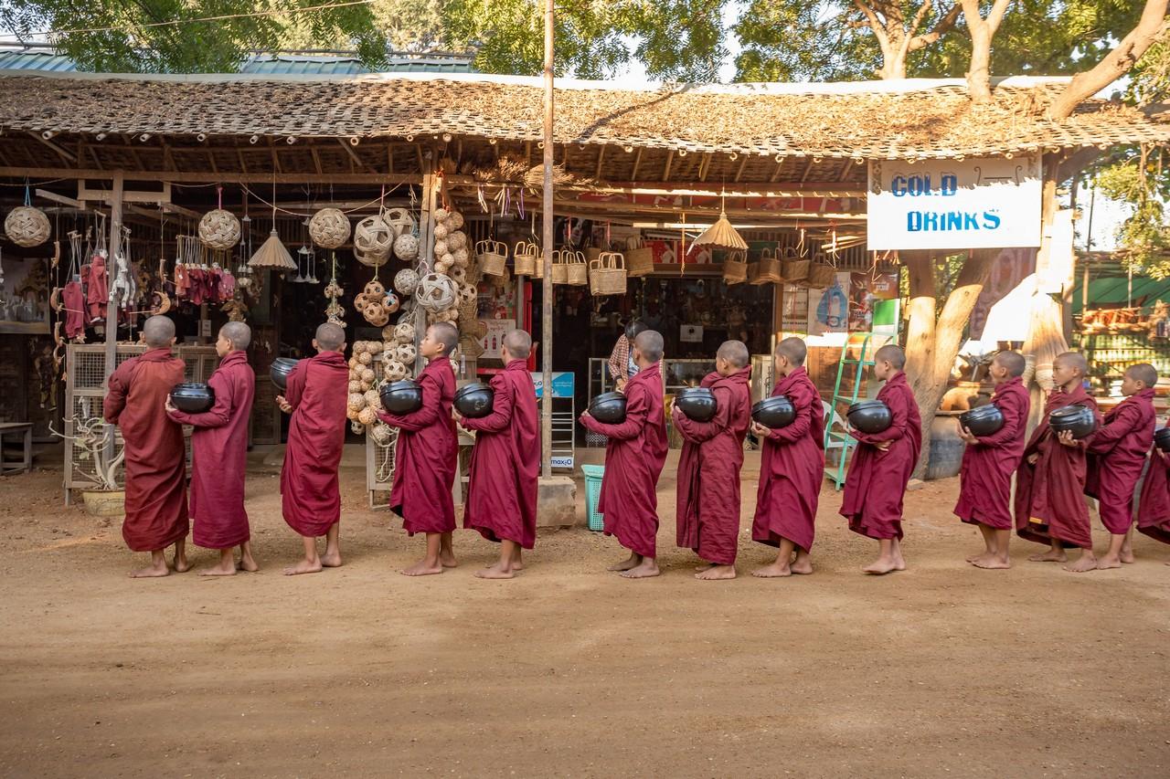 ionescu vlad myanmar burma bagan ananda festival19