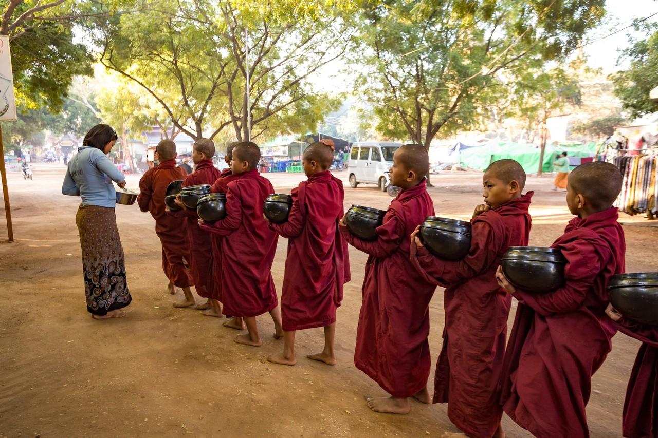 ionescu vlad myanmar burma bagan ananda festival18