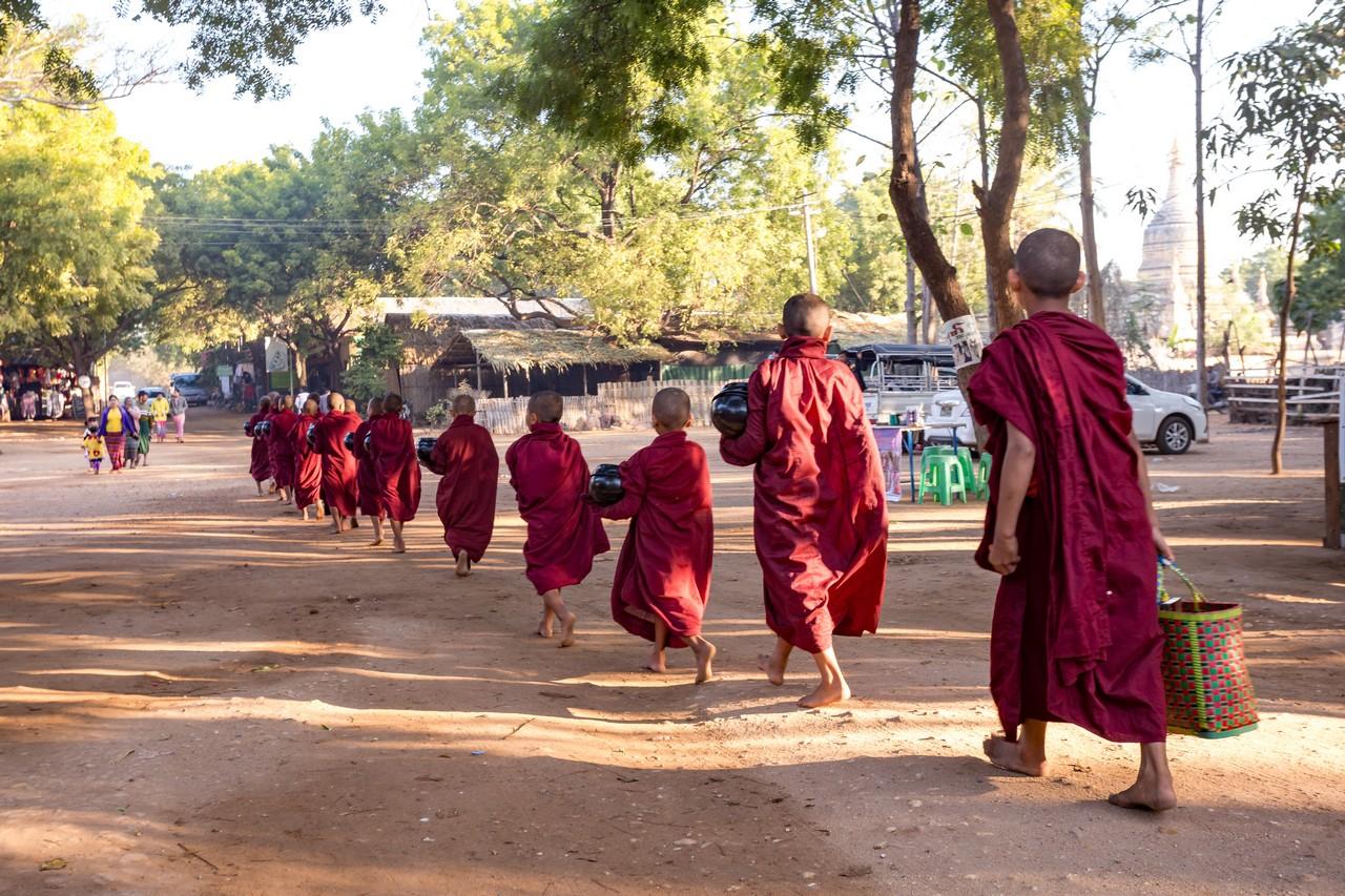 ionescu vlad myanmar burma bagan ananda festival16