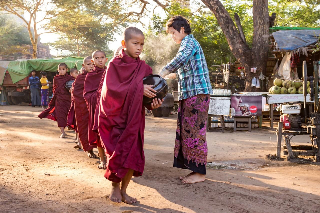 ionescu vlad myanmar burma bagan ananda festival15