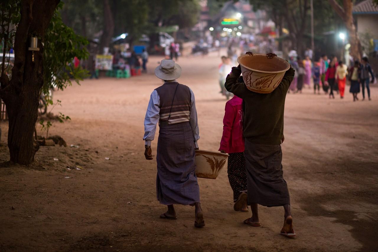 ionescu vlad myanmar burma bagan ananda festival4