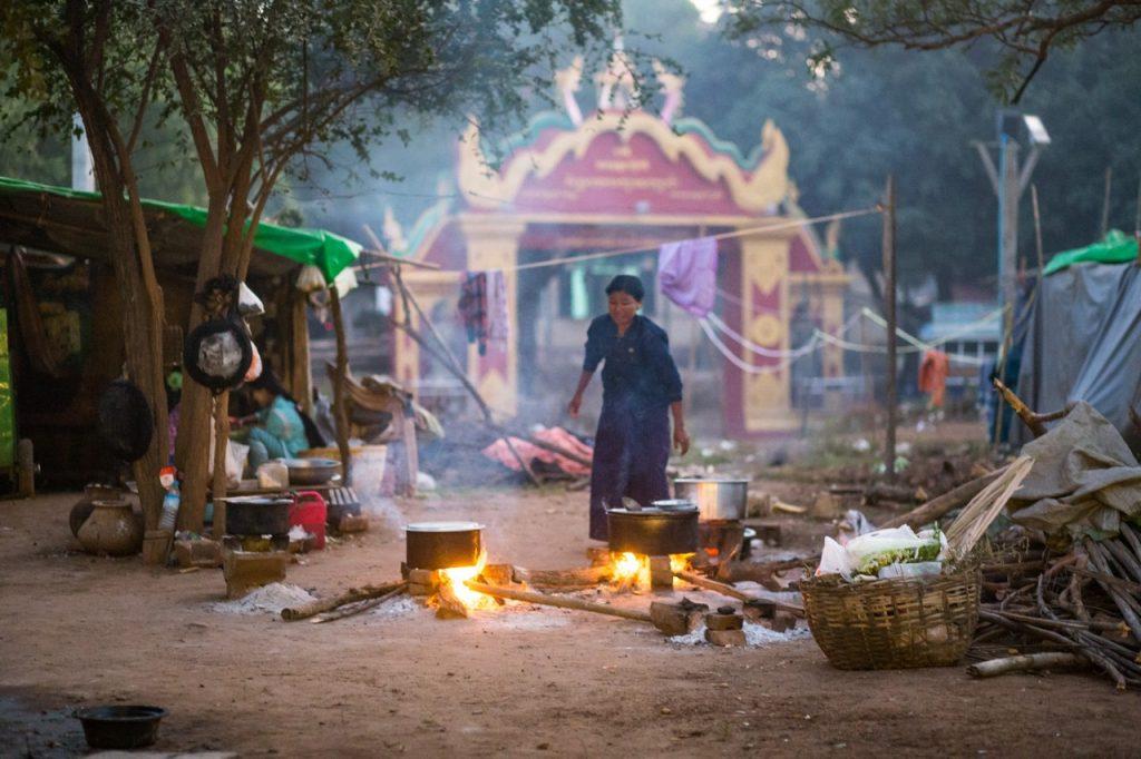 ionescu vlad myanmar burma bagan ananda festival2