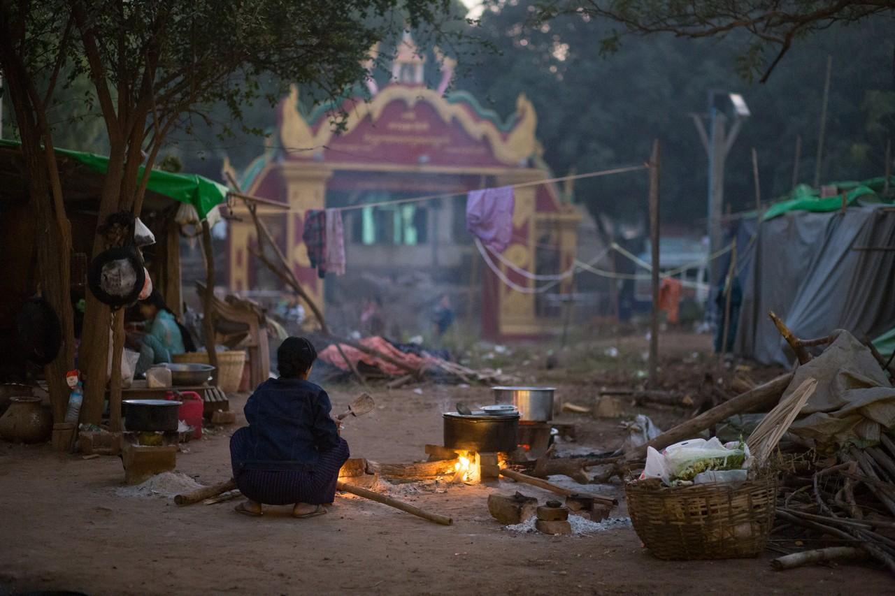 ionescu vlad myanmar burma bagan ananda festival